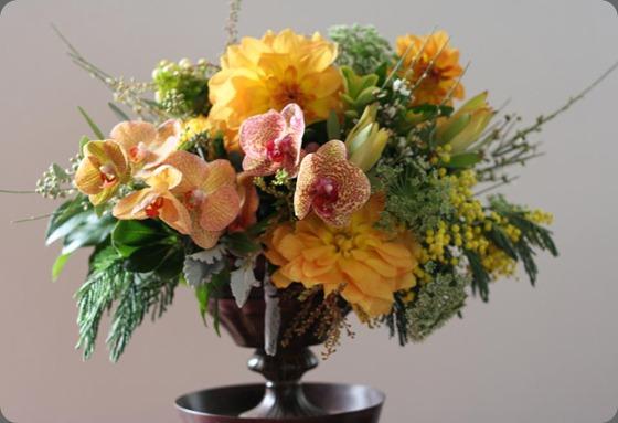 bella fiori gold centerpiece