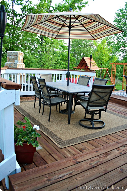 deck with outdoor eating area