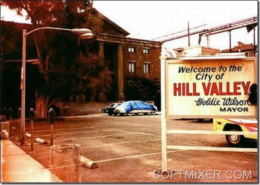 back-to-the-future-hill-valley-01