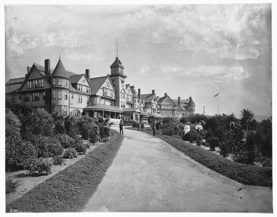 The_Hotel_Redondo,_ca.1900_(CHS-2131)