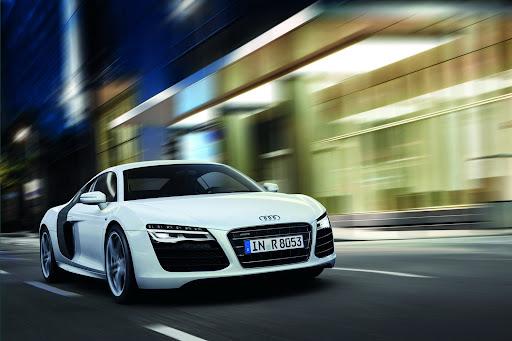 2013-Audi-R8-04.jpg