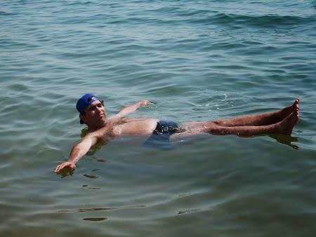 Plutesc pe Marea Moarta