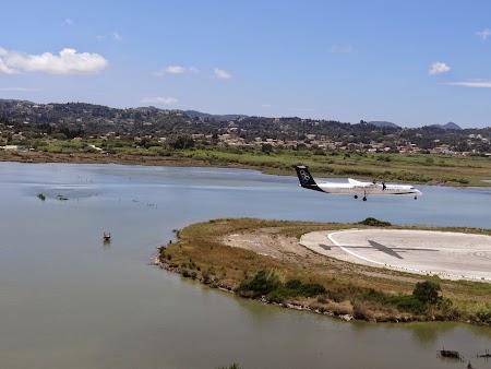 13. Aterizare aeroport Corfu.JPG