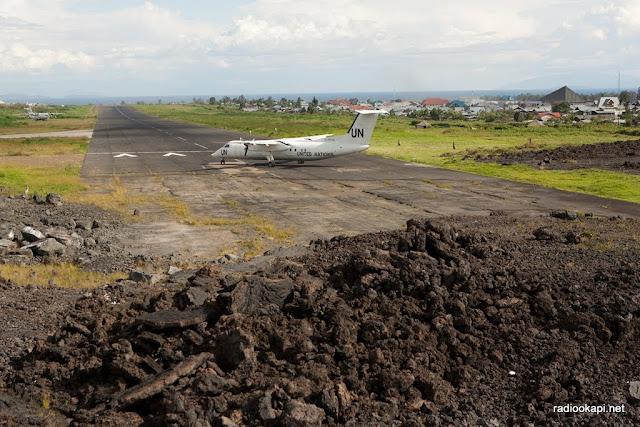 Inauguration de l'aéroport de Goma après réhabilitation. Voir ici le reste de lave de la dernière érruption volcanique de Nyirangongo en 2002, racourssissant la piste