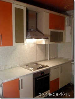 кухня с глянцевыми фасадами МДФ