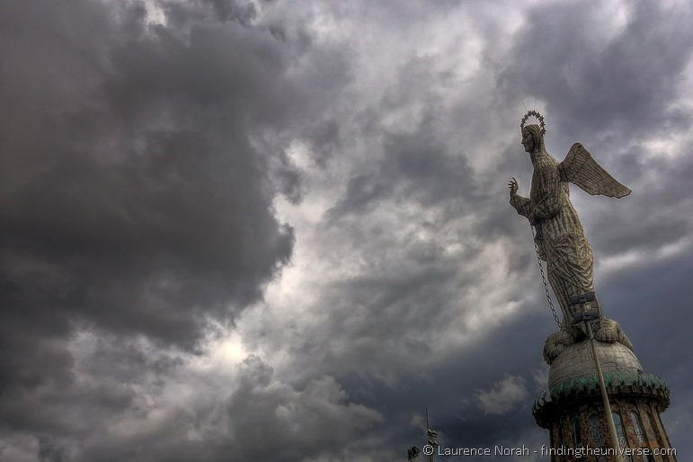 El Panecillo quito angel statue