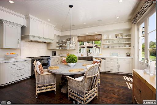 Image. A Beautiful Californian Eat In Kitchen.