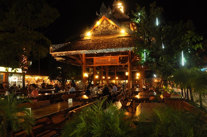 Imagini Thailanda: Piata principala a bazarului de noapte din Chiang Rai, Thailanda