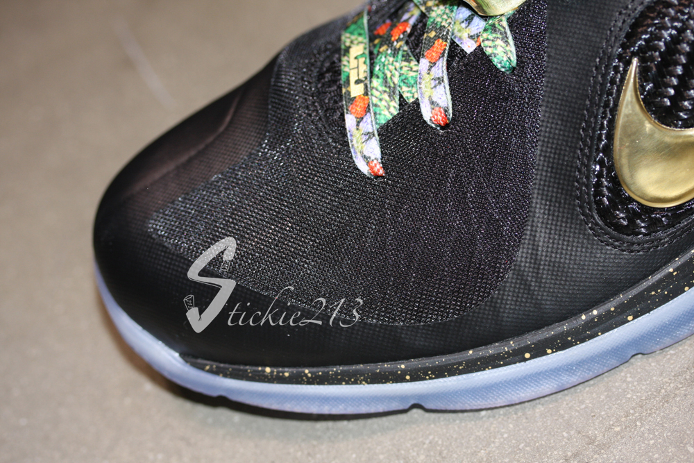 quality design 4f621 0b189 ... Detailed Look at LeBron James8217 8220Watch the Throne8221 PE ...