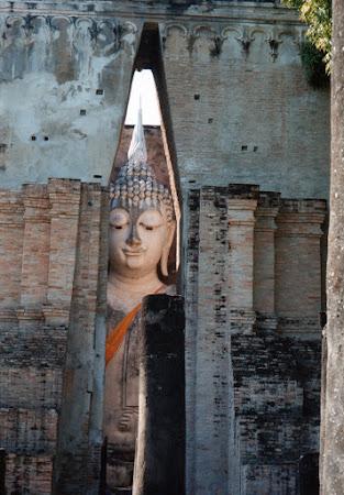 Obiective turistice Thailanda: statuie Buddha Sukhothai
