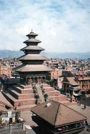 Obiective turistice Nepal: templul Nyatapole Bhaktapur
