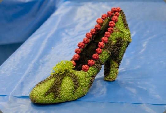 franbbegonia-shoe-with-red-beads-Françoise-Weeks-500x332