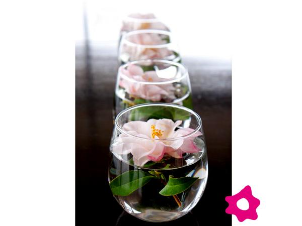 Centros de mesa con flores sumergidas en agua - Centros de plantas naturales ...