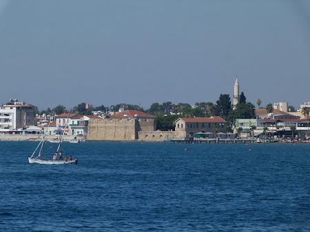 La mare in Cipru: Larnaca waterfront
