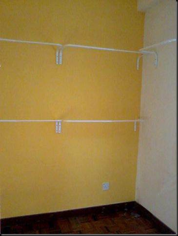 Lepas Siap Mengecat Kami Pasangkan Rod Baju Yang Diimport Khas Dari Ikea Damansara Sahaja Tu Panjang Maksima Nya 90 Cm Adjule Nak Pendekkan