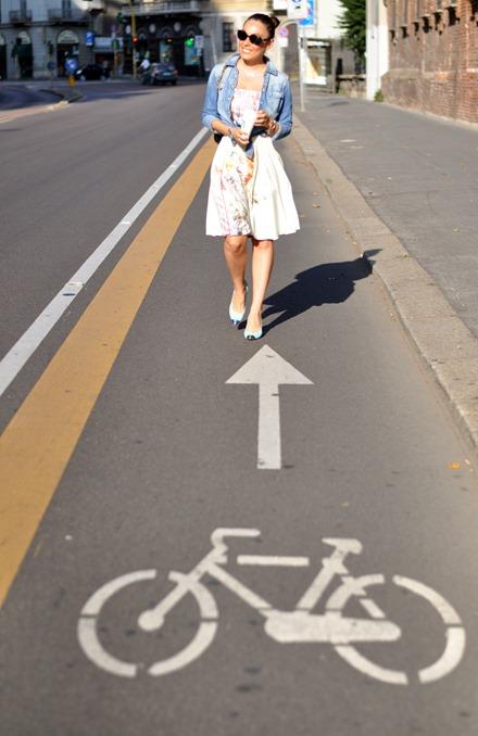 piste ciclabili, passeggiata a milano, caldo torrido a milano, shooting, street style, zagufashion, fashion blogger