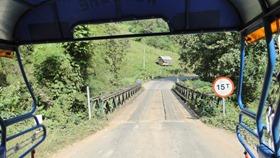 No caminho para Kuang Si