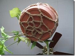 Crochet plant hanger (free pattern)