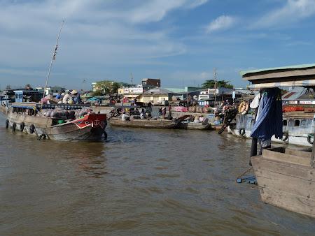 24. Piata Plutitoare Vietnam.JPG