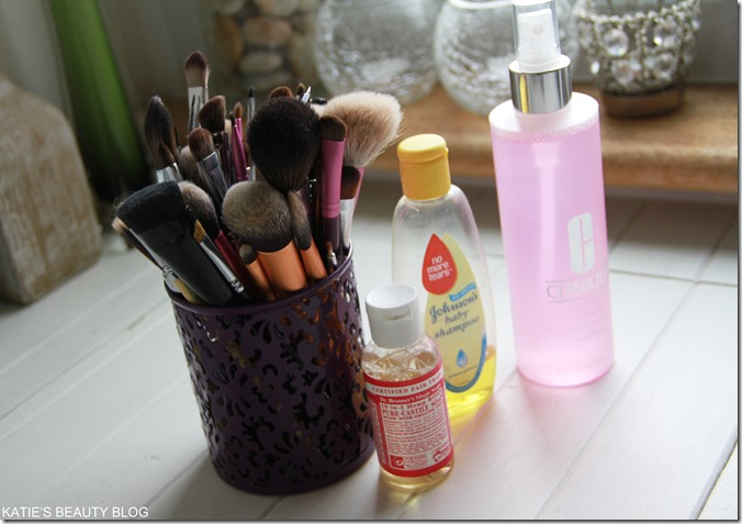 how to wawsh makeup brushes