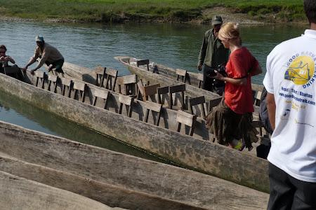 Canoe in jungla Chitwan