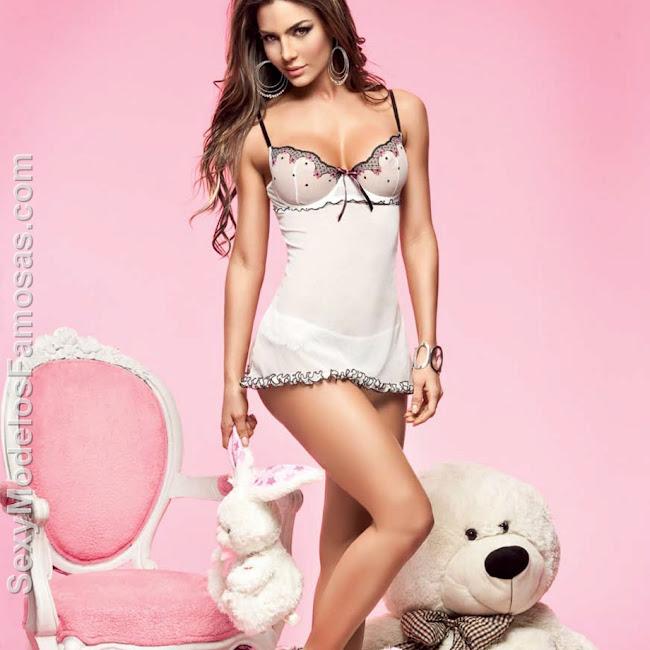 Natalia Velez Sexy Lenceria Besame Foto 40