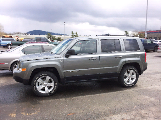 2012 Jeep Patriot Latitude is in the driveway for review.