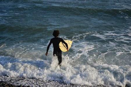 Obiective turistice Peru: Surfing la Oceanul Pacific