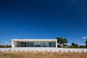 Casa-con-fachada-minimalista