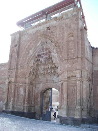 Obiective turistice Dogubeyazit:  prima poarta palat Ishak Pasa Turcia