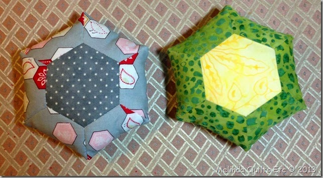 1113 Two Pin Cushions