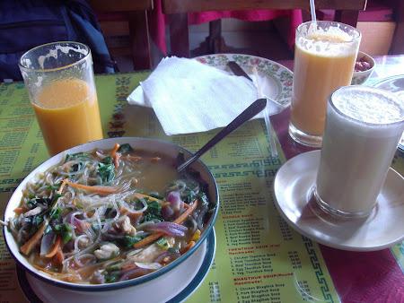 100. mic dejun tibetan, suc proaspat de portocalebutter tea si thuk- supa tibetana.JPG
