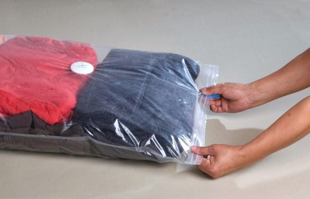 Almacenar ropa al vac o organizar el armario con poco espacio for Bolsas para guardar ropa