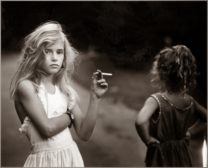 sally_mann_at_twelve_Candy_Cigarette_portada