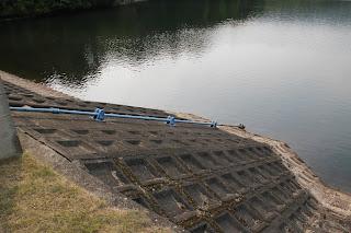 斜樋式取水設備