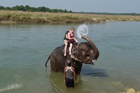 38. Baie cu elefantii.JPG