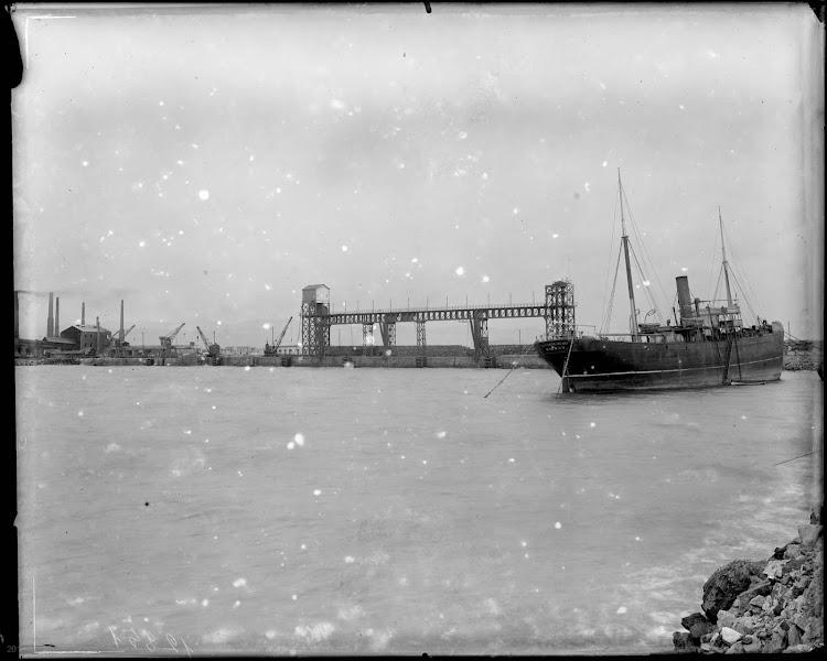 El vapor ASTONDO-MENDI en conserva en el puerto de Sagunto. Fototeca del Patrimonio Historico.jpg