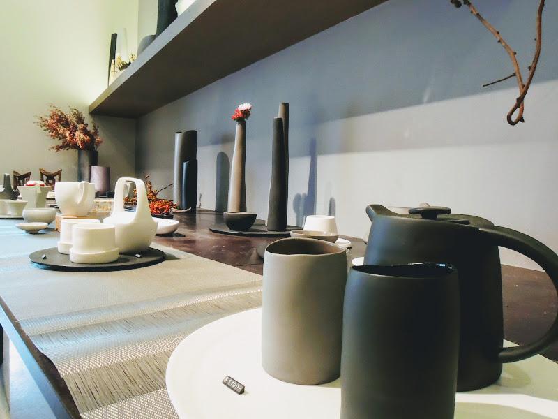 3,co Café 現場茶具.jpg