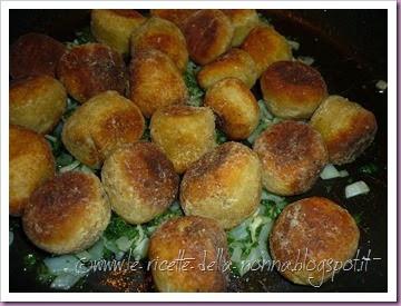 Polpette di pane vegetariane con salsa di panna alla salvia (19)