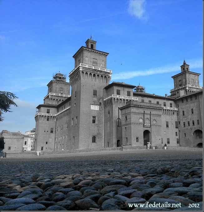 Veduta del Catello ( solo blu), Ferrara, Emilia Romagna, Italia - View of the Castle ( only blue ), Ferrara, Emilia Romagna, Italy - Property and Copyright of www.fedetails.net