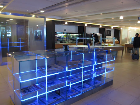 37. ziare in business lounge.JPG
