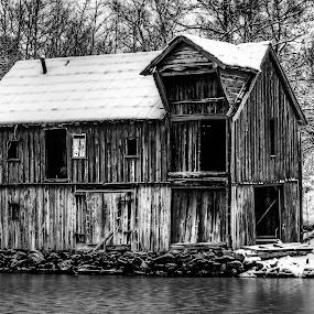 Abandoned by Sondre Gunleiksrud - Black & White Buildings & Architecture ( canon, blackandwhite, winter, black and white, snow, black white, abandoned, decay, norway,  )