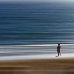 alone with sea by Sergio Martins - Digital Art Animals ( 2, lovers, waves, sea, ocean, people )