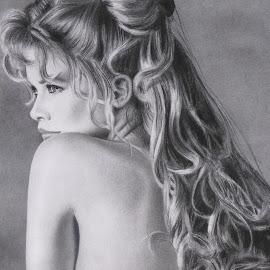 CLAUDIA II by Kile Zabala - Drawing All Drawing ( draw, charcoal, paint, dibujo, retrato, lápiz, drawing, portrait )