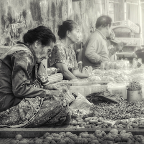 traditional market by Asep Dedo - People Street & Candids