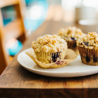 BLUEBERRY MUFFINS WITH ALMOND CRUMB TOPPING