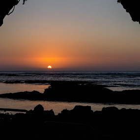 Sunset Mauna Lani  by Nicole Mitchell - Landscapes Sunsets & Sunrises ( sunset, ocean, lava rocks, beach, hawaii )