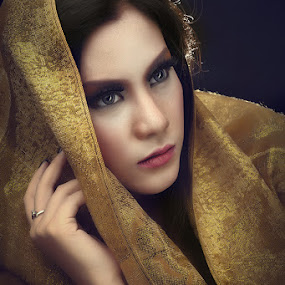 Decent by ARE Samudra - People Portraits of Women ( royal, indonesia, woman, lady, beauty, portrait )
