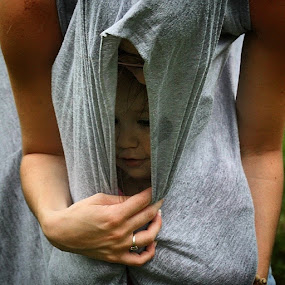 Escondi... by Pablo Barilari - Uncategorized All Uncategorized ( hiding kid, little girl, safety, hiding, covered )