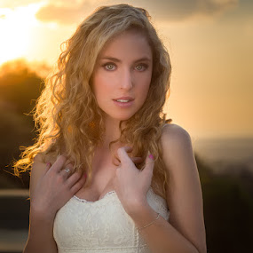 Sunset white dress by IDG Photography - People Portraits of Women (  )